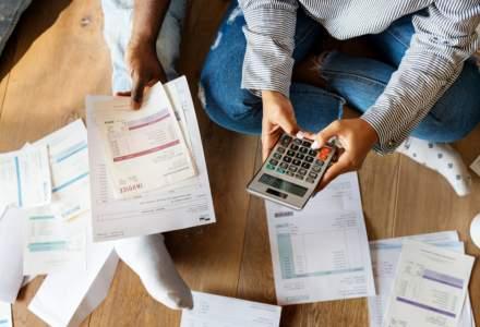 Managerii estimează o scădere a activităţii în construcţii şi servicii, în următoarele trei luni