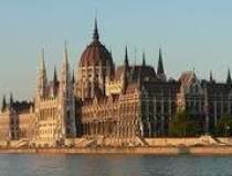 Ungaria va adopta un buget de...