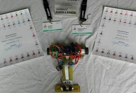 Doi tineri romani au obtinut medalia de argint cu un robot in Viena. Povestea lui Overclocker 2.0, un robot plimbat 900 km prin posta pentru a prinde viteza