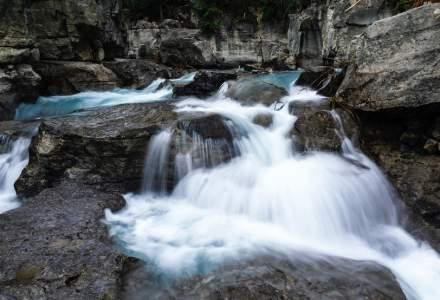 Amenzi pentru bistriţeni ieşiţi din zona carantinată pentru poze şi apă de izvor
