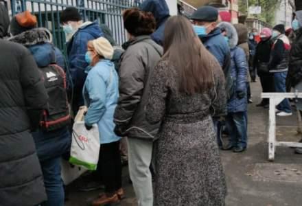 Coadă la Cantacuzino. Zeci de oameni așteaptă să cumpere noul supliment produs de Institut