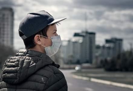 Provocările aduse de pandemie pentru copii și adolescenți. Ce efecte aduce lipsa contactului fizic cu prietenii și colegii de școală