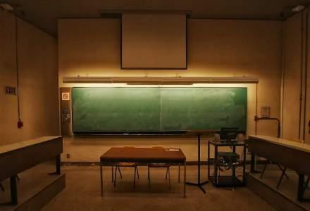 Tot cu tabla și cu creta și la facultate. Cât de mult ajunge digitalizarea în universitățile din România