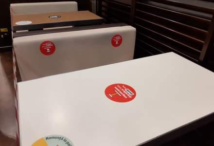 FOTO REPORTAJ într-un restaurant McDonald's | De la cozi la case la canapele goale