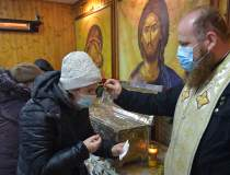 Peste 90% din români cred în...