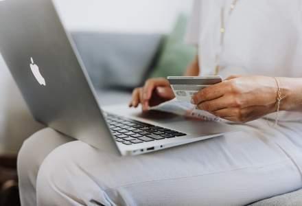 Shopping online și mai puțini bani cheltuiți pe cadouri. Așa arată cumpărăturile de sărbători în era pandemiei