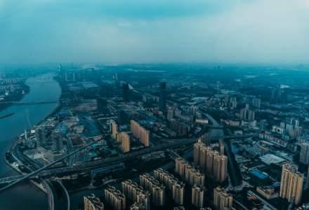 Chinezii îngheață de frig în casă și la birou din cauza unor restricții de mediu