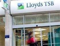 Lloyds va concedia inca 510...
