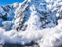 Pericol de avalanşă în zonele...