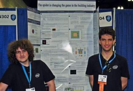 """""""Oamenii paianjen"""" de la Intel ISEF: tinerii romani care s-au inspirat din lumea insectelor pentru a inventa adezivul industrial al viitorului"""