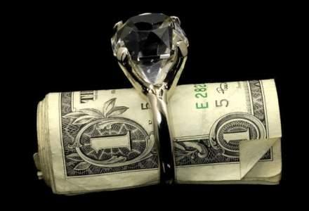 Inelul de logodna, o nisa neatinsa de criza: cati bani mai scot barbatii din buzunar