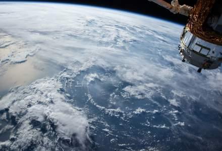 Japonia dezvoltă primul satelit din lemn pentru a micșora gunoiul spațial