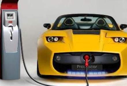 """Fondatorul Tesla Motors: Lumea are nevoie de sute de """"gigafabrici"""" de baterii litiu-ion"""