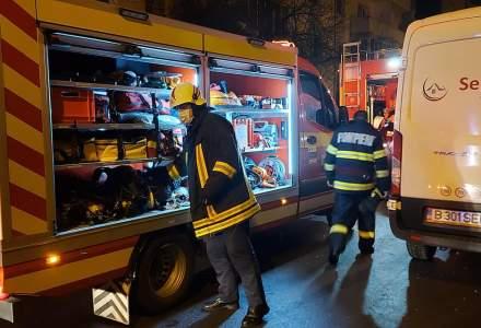 [FOTO] Incendiu puternic într-un bloc din Baia Mare