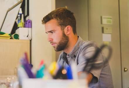 Specialist posturologie: Cum ne este afectată postura de munca de acasă