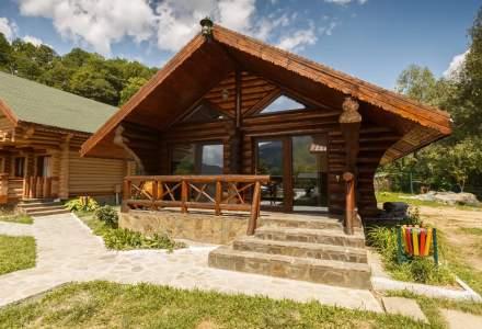 Cinci case de vacanță din care românii pot lucra de la munte