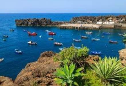 Vacanta in Santorini: Prefer restaurantele cu localnici pentru a simti cu adevarat gustul tarii