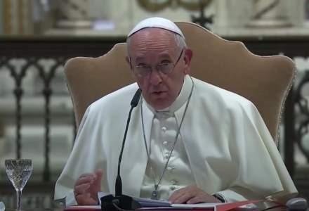 Papa Francisc a semnat un decret ce permite femeilor să ocupe mai multe funcţii în Biserica Catolică