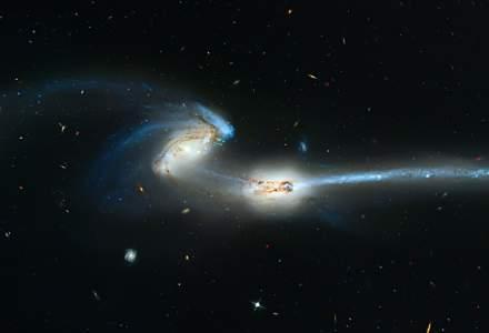 Astronomii au descoperit o galaxie care este pe moarte din cauza unei coliziuni