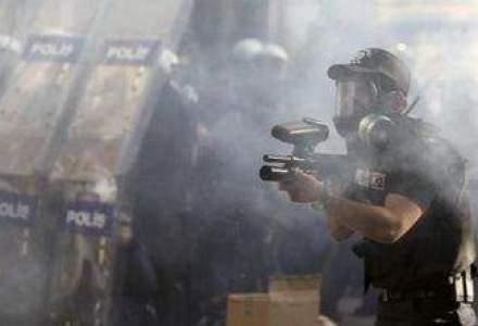 Politia turca foloseste gaze lacrimogene impotriva manifestantilor