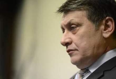 """Reactii la decizia lui Crin Antonescu: De la """"un trist"""", la """"un mare om politic"""" sau """"inexplicabil"""""""
