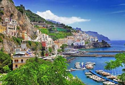 Vacanta pe Coasta Amalfitana, locul unde valurile marii se sparg in munte