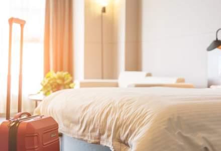 Marea Britanie ia măsuri drastice. Persoanele care stau în carantină în hotelurile din Anglia vor trebui să plătească 1.750 de lire