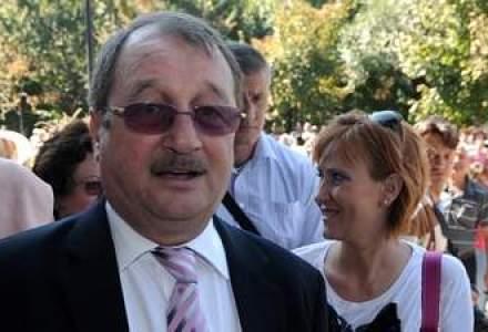 """Noi stenograme in cazul Basescu-Mondial: """"Nasule, eu daca ma duc si dau la DNA si mata intr-o saptamana esti arestat"""""""