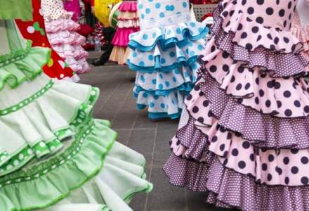 Afacere inedita pentru doi croitori romani: singurul magazin de haine tiganesti din Europa