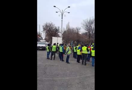 """Polițiștii protestează în Piața Victoriei: cer """"dezghețarea"""" salariilor și a pensiilor"""