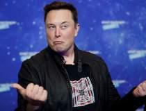 """Cum îi """"miroase"""" Elon Musk pe..."""