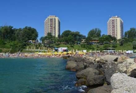 Vremea rea si namolul au umplut hotelurile din sudul litoralului: de ce merg romanii si strainii in statiunile de la Marea Neagra