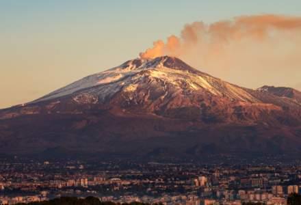 Vulcanul Etna a erupt pentru a cincea oară în câteva zile