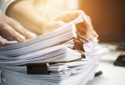 Dosarul digital poate înlocui dosarul cu șină pentru asistenții sociali: cum funcționează soluția finanțată de Fundația Vodafone România