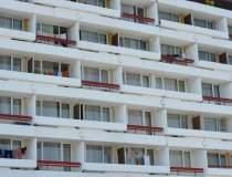 Zeci de hoteluri de pe...