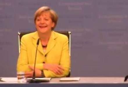 "Angela Merkel, surprinsa de un reporter german care i-a cantat ""La multi ani"" intr-o conferinta de presa [VIDEO]"