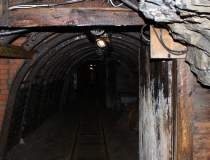 Minerii de la exploatările de...