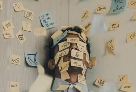 Angajații se simt tot mai stresați, în timp ce liderii spun că prosperă și că o duc bine