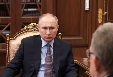 Kremlinul transmite că vaccinarea lui Putin este un exemplu de urmat
