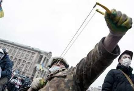 Separatistii prorusi din Ucraina, asediati de armata, vor sa-si infiinteze propriul sistem bancar