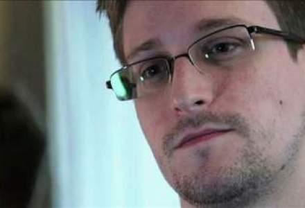 """Recomandarea lui Assange pentru Snowden: sa fie """"extrem de prudent"""" daca pleaca din Rusia"""