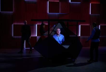 (P) HOLOGRAMA 3D, sub lumina reflectoarelor în cadrul marilor producții video