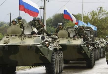 VIDEO | Rușii continuă manevrele de război | Imagini din satelit confirmă prezența unor blindate rusești pe aeroportul militar din Tiraspol