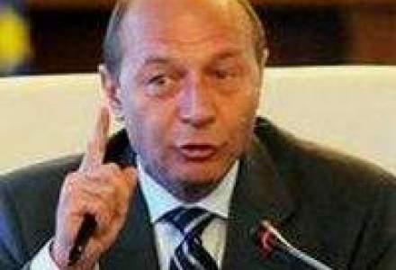 Basescu: Nu mai cred in analizele economistilor. Sun la Videanu sa vad consumul de energie