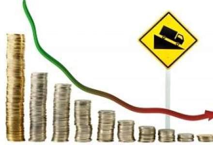 Scaderea investitiilor, accizele si taxa pe stalp au tras in jos economia; analistii scad prognozele