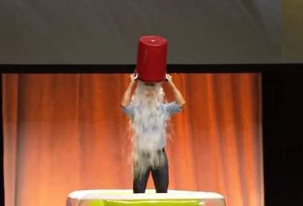 "Provocarea ""Ice Bucket"": Bill Gates, Mark Zuckerberg si Tim Cook si-au turnat apa rece ca gheata in cap (VIDEO)"
