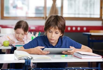 Testele PISA, de la hârtie la tabletă. Cum facem să nu ne mai mire rezultatele slabe ale elevilor