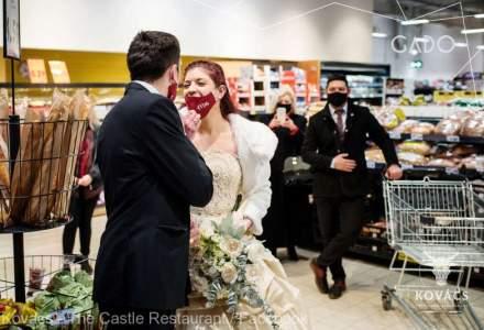 """""""Căsătoreşte-te într-un supermarket"""" - protest al patronilor de restaurante"""