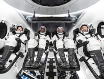 Cei patru astronauţi din...