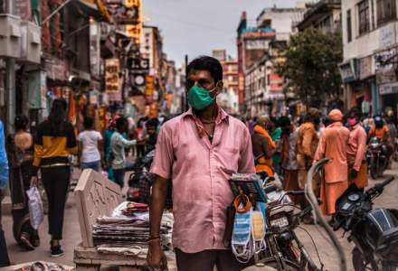 Un nou record de infectări zilnice în India: peste 414.000 de cazuri